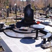 Мемориальный комплекс со столом фото