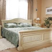 Кровать двуспальная деревянная фото