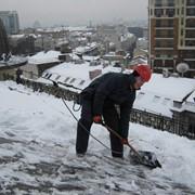 Уборка снега и сосулек с крыш фото