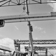 Монтаж и демонтаж мостовых и козловых кранов фото