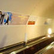 Реклама в метро: Щиты на эскалаторных сводах и переходах фото