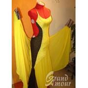 Лёгкий желто-коричневый стандарт со струящейся юбкой фото