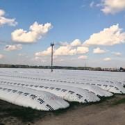 Предприятие на постоянной основе покупает у сельхозпроизводителей зерновой рукав б/у полиэтиленовый для хранения зерна, отходы рукава фото
