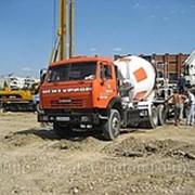 Доставка бетона автобетоносмесителями фото