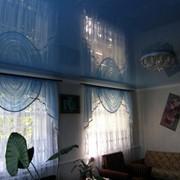 Лаковый натяжной потолок. фото