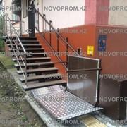 Наклонный подъемник, лифт для ивалидов фото