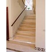 Монтаж лестниц из мрамора фото