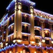 Украшение фасадов здания к праздникам методом ПромАльпинизма фото