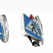 Знаки дорожные от производителя. Дорожный знак - пешеходный переход с подсветкой галогеновой лампой 500 W фото
