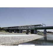 Размещение наружной рекламы на парапетах мостов фото