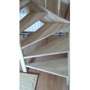 Лестница деревянная винтовая ясеневая фото