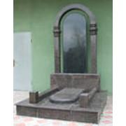 Украшения надгробий из камня. фото