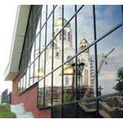 Тонирование стекол на зданиях фото