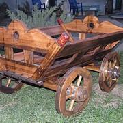Декоративная деревянная повозка миниатюрная фото