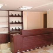Изготовление мебели для магазинов, торговое, выставочное оборудование фото
