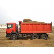 Перевозка сыпучих строительных материалов фото