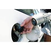 Газ пропан на автомобильной газозаправочной станции фото