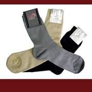 Классические мужские носки из хлопчатобумажной пряжи в сочетании с текстурированными синтетическими нитями фото
