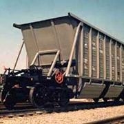 Вагон-хоппер для сыпучих материалов модели 19-923А закрытые и открытые саморазгружающиеся 4-осные вагоны-хопперы с боковой разгрузкой предназначены для бестарной перевозки угля, щебня, гравия, известняка, песка речного фото