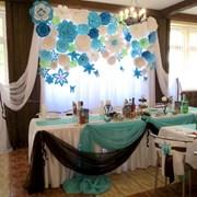 Оформление зала бумажными цветами фото