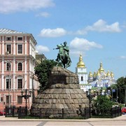 Прокат автомобиля с англоязычным водителем экскурсоводом в Киеве фото