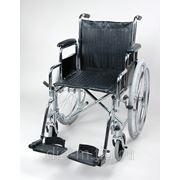 Кресло-коляска со съемными поручнями и подножками фото