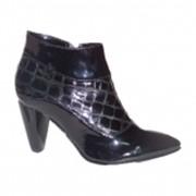Ботинки женские черные с островатым носком, лак. Модель 8050105 фото