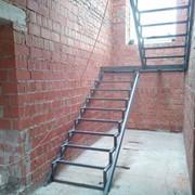 Изготовление лестниц,продажа комплектующих,установка,обшивка,монтаж металлического каркаса деревом,сосна,дуб и т.п. фото