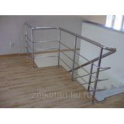 Лестницы и перила из нержавеющей стали. фото