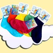 Детские носки из хлопчатобумажной пряжи. Все модели носков гиппоаллергенны, имеется сертификат качества, и разнообразная гамма цветовых оттенков и рисунков фото