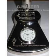 Лазерная гравировка настольных часов фото