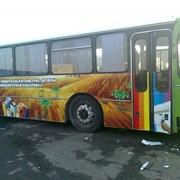 Реклама на общественном автотранспорте фото