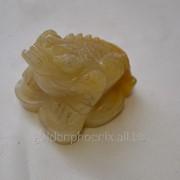 Статуэтка Лягушка с монетой из сердолика фото