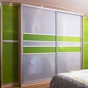 Шкаф-купе с комбинированными дверями фото