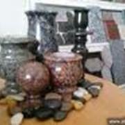 Вазы гранитные. Памятники и украшения надгробные из гранита. фото