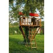 Детский деревянный игровой домик на дереве фото