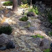 Устройство сухого ручья в саду фото