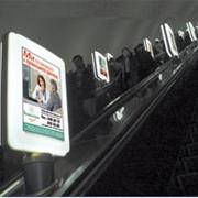 Реклама на эскалаторах метрополитена фото