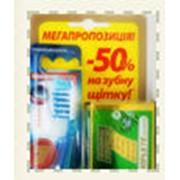 Ручная переупаковка зубной пасты фото