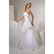 Свадебные платья, мужские костюмы, вечерние платья, верхняя одежда, головные уборы, вышивка любого рисунка, ремонт и реставрация одежды, услуги дизайнера одежды фото