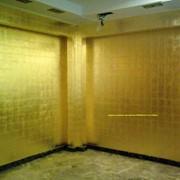Отделка интерьера золотом сусальное золото поталь нанесение на лепнину мебель позолоты золочение дверей золото на стенах фото