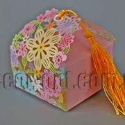 Бонбоньерка с вырубкой цветы цветная 7х7х7,5см 570793 фото
