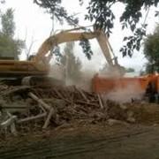 Демонтаж зданий, сооружений с применением спецтехники JCB, разборка зданий, сооружений строений фото
