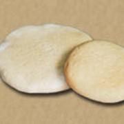 Полуфабрикаты хлебобулочные. Выпеченные полуфабрикаты для пиццы. фото