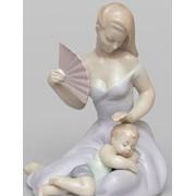 "Фарфоровая статуэтка ""Девушка с младенцем"" фото"