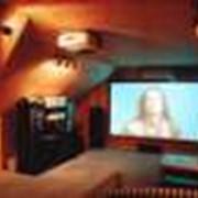 Медиацентр, домашний кинотеатр-управлением освещением, экраном, шторами и затемнениям. фото