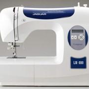 Машины бытовые швейные Компьютеризированная швейная машина JAGUAR LW-400 (80 строчек, 6 видов петель, нитевдеватель, дисплей) фото