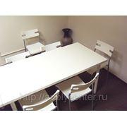 Аренда белых столов 150 см х 75 см, высота 74 см фото