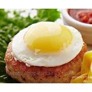 Бифштекс с яйцом и гарниром