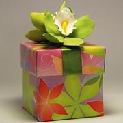 Оформление подарков цветами ручной работы. Цветы вылеплены из легкой полимерной глины. фото